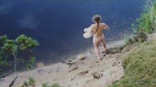5. Обнаженная Полина Сыркина купается в озере – Кадет