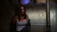 6. Кэти Холмс лапают за грудь – Непристойное поведение