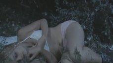 Ирину Соболеву раздевают под снегопадом
