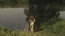 3. Обнаженная Мария Глазкова купается в озере – На заре туманной юности