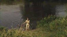 Обнаженная Мария Глазкова купается в озере