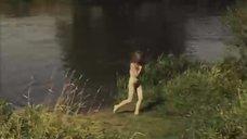 7. Обнаженная Мария Глазкова купается в озере – На заре туманной юности