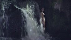 1. Полностью голая Анастасия Макарова у водопада – Ефросинья