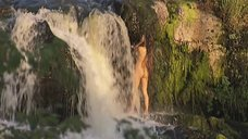 2. Обнаженная Анастасия Макарова моется у водопада – Ефросинья