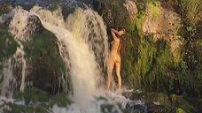 3. Обнаженная Анастасия Макарова моется у водопада – Ефросинья
