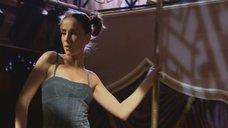 3. Наталья Орейро танцует возле шеста – В ритме танго