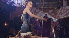 5. Наталья Орейро танцует возле шеста – В ритме танго