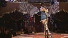 7. Наталья Орейро танцует возле шеста – В ритме танго