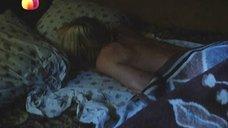 Светлана Рябова плачет в постели