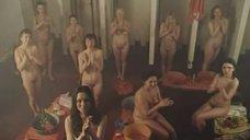 Обнаженные девушки в бане