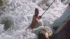11. Голую Ингеборгу Дапкунайте купают на привязи в реке – Война