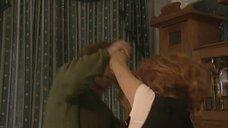 2. Татьяна Колганова засветила трусики в драке – Черный ворон