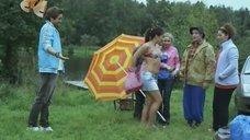 2. Екатерина Мадалинская в купальнике – Светофор