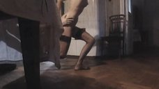 15. Полностью голая Анна Самохина убегает от любовника – Черный ворон