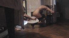 Полностью голая Анна Самохина убегает от любовника
