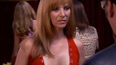 Сексуальная Лиза Кудроу в откровенном платье
