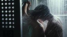 4. Интимная сцена с Калли Эрнандес в душевой – Чужой: Завет