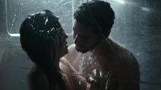 6. Интимная сцена с Калли Эрнандес в душевой – Чужой: Завет