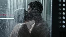 7. Интимная сцена с Калли Эрнандес в душевой – Чужой: Завет