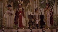 Палома Оукенфолд топлесс на сцене перед священнослужителями