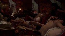 Эротические игры проституток с кардиналами