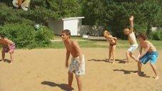 2. Маруся Зыкова в купальнике – Даёшь молодёжь!