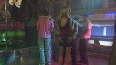 Марусю Зыкову лапают за попу во время танца