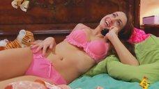 Анжелика Каширина в розовом белье