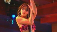Анжелика Каширина танцует у шеста