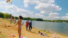 1. К Анжелике Кашириной пристают на пляже – Даёшь молодёжь!