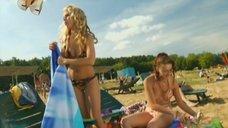 1. Маруся Зыкова и Евгения Крегжде знакомятся с парнями на пляже – Даёшь молодёжь!
