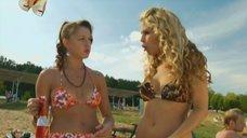Маруся Зыкова и Евгения Крегжде знакомятся с парнями на пляже