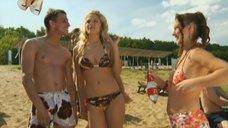 8. Маруся Зыкова и Евгения Крегжде знакомятся с парнями на пляже – Даёшь молодёжь!