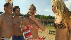 9. Маруся Зыкова и Евгения Крегжде знакомятся с парнями на пляже – Даёшь молодёжь!
