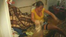 4. Евгения Крегжде и Анжелика Каширина в роли проституток – Даёшь молодёжь!
