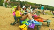 2. Анжелика Каширина и Евгения Крегжде отдыхают на пляже – Даёшь молодёжь!