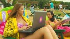 6. Анжелика Каширина и Евгения Крегжде отдыхают на пляже – Даёшь молодёжь!