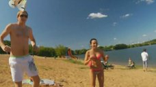 1. Анжелика Каширина и Евгения Крегжде развлекаются на пляже – Даёшь молодёжь!