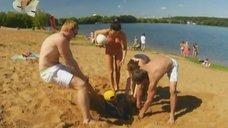 4. Анжелика Каширина и Евгения Крегжде развлекаются на пляже – Даёшь молодёжь!