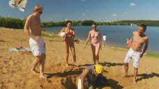 Анжелика Каширина и Евгения Крегжде развлекаются на пляже