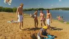 6. Анжелика Каширина и Евгения Крегжде развлекаются на пляже – Даёшь молодёжь!