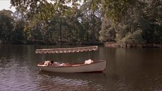 1. Откровенная сцена с Трейси Линд в лодке – Дорога на Вэлвилл
