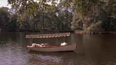 2. Откровенная сцена с Трейси Линд в лодке – Дорога на Вэлвилл