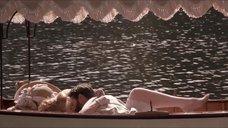 Откровенная сцена с Трейси Линд в лодке