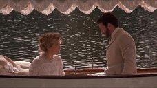4. Откровенная сцена с Трейси Линд в лодке – Дорога на Вэлвилл
