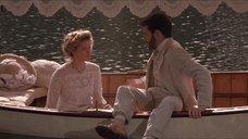 5. Откровенная сцена с Трейси Линд в лодке – Дорога на Вэлвилл