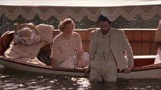 6. Откровенная сцена с Трейси Линд в лодке – Дорога на Вэлвилл