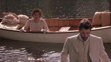 7. Откровенная сцена с Трейси Линд в лодке – Дорога на Вэлвилл