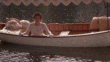 8. Откровенная сцена с Трейси Линд в лодке – Дорога на Вэлвилл