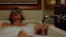 8. Наташе Хенстридж мастурбируют в ванне – Черная комната